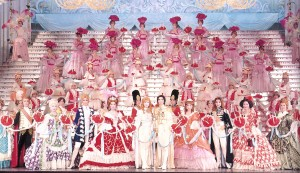 Rose of Versailles 「ベルサイユのばら」, showing the mutual stylistic influence between Takarazuka and shōjo manga.